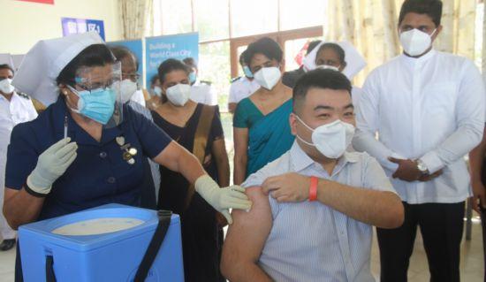 """""""春苗""""正式""""播种""""在斯里兰卡中国公民接种国产新冠疫苗"""